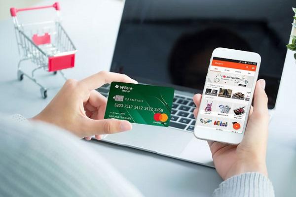 trả chậm thẻ tín dụng