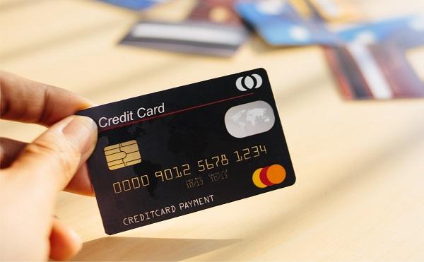 cách ngân hàng thu hút người mở thẻ tín dụng